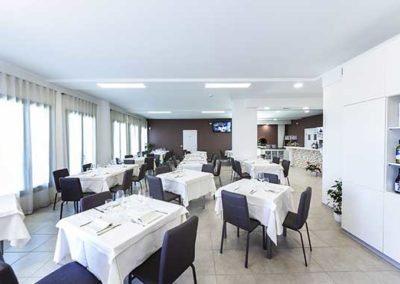 Interno-Ristorante-Thalia-Pizza-e-Cucina-Elmas-2