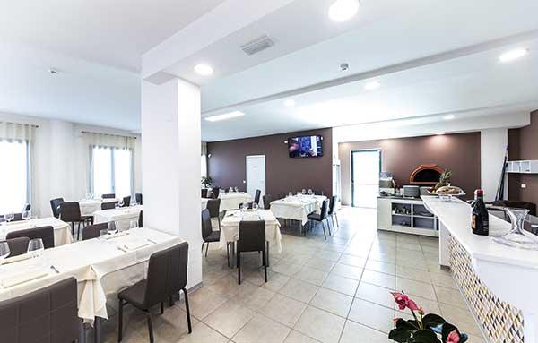 Interno-Ristorante-Thalia-Pizza-e-Cucina-Elmas-3
