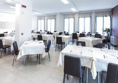 Interno-Ristorante-Thalia-Pizza-e-Cucina-Elmas-4